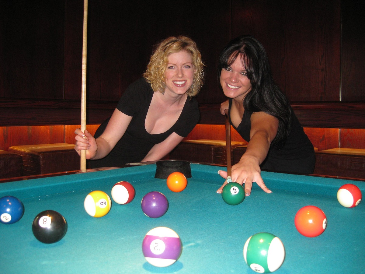 Girls_Playing_Pool